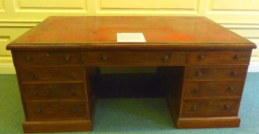 Boss desk 2