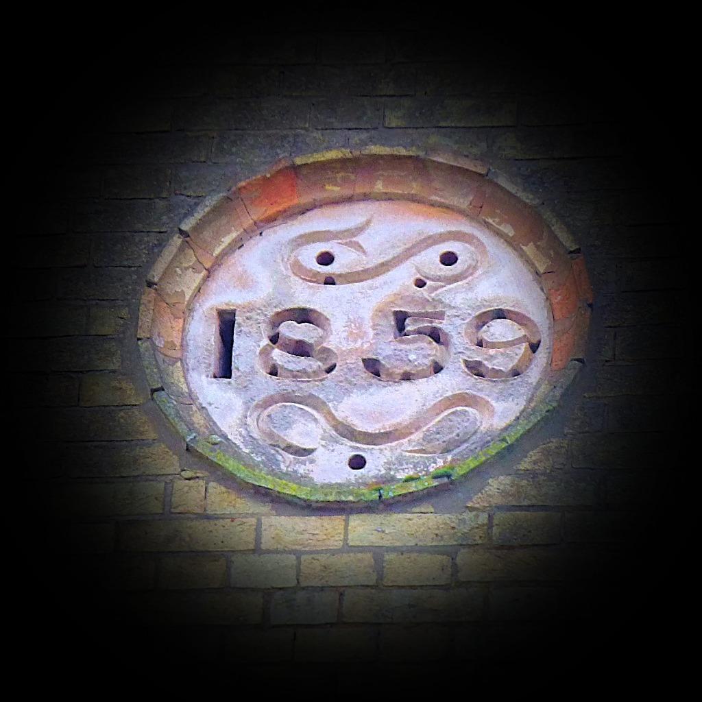 Date plaque 2