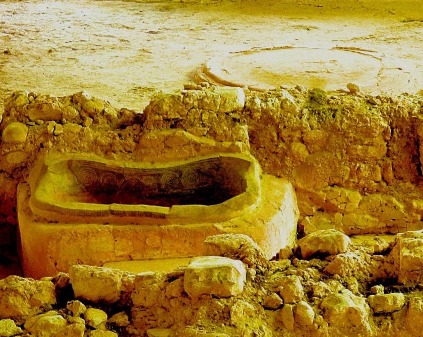 Nestor's bath and queen's throne room