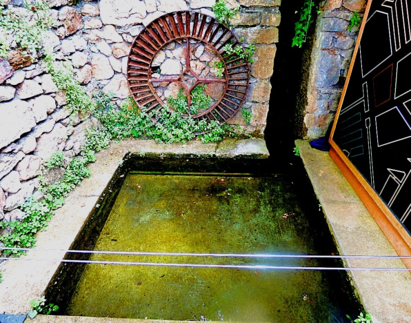 Piscina and iron wheel
