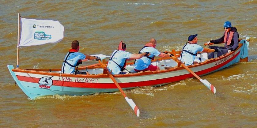 leading row boat